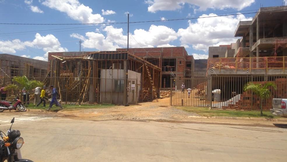 Homem morre e três pessoas ficam feridas em obra de condomínio residencial  — Foto: Blogbraga/Repórter Paiva