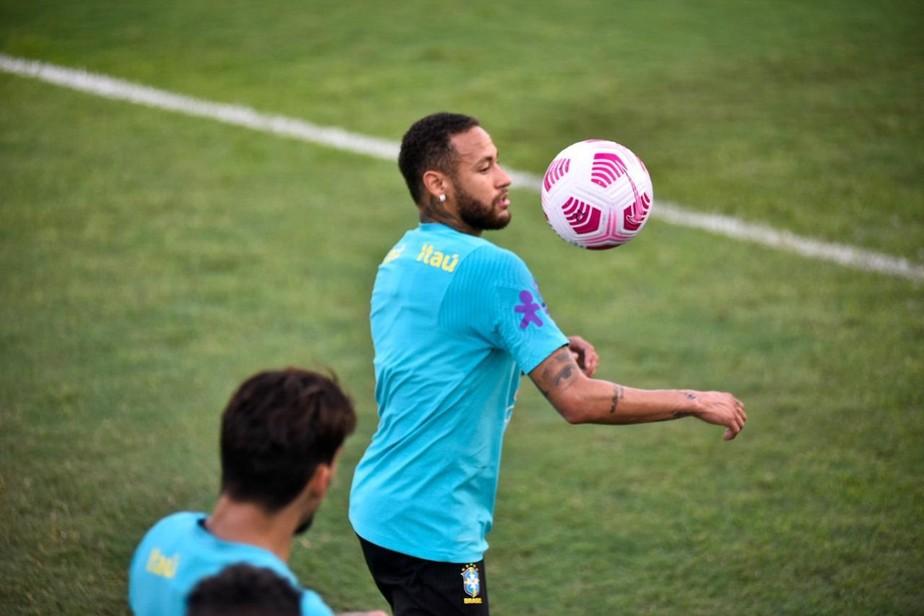Antes de encarar Uruguai, Neymar refaz passos do último gol dele na Arena da Amazônia; veja o vídeo