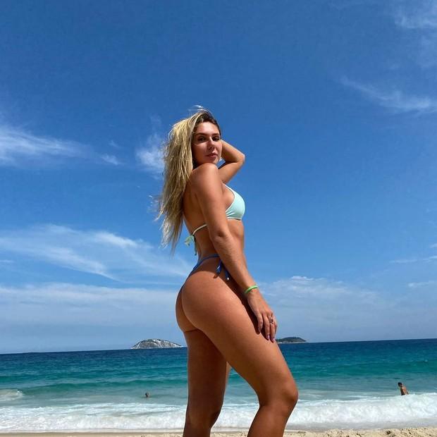 Carol Portaluppi curte praia no Rio de Janeiro (Foto: Reprodução/Instagram)