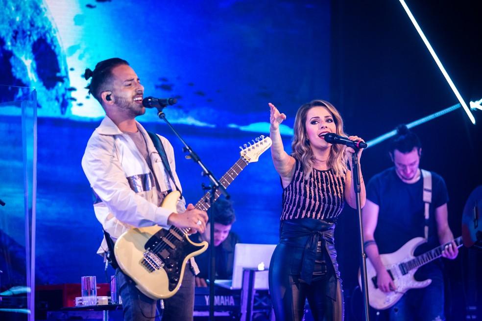 Os irmãos também cantaram seus sucessos no 'Caldeirão' deste sábado, 30/1 — Foto: Fabiano Battaglin/Gshow