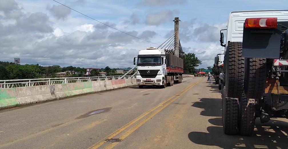 Transporte de cargas para países andinos e até para a Ásia passa a ter o Acre como rota principal — Foto: Aline Nascimento/G1