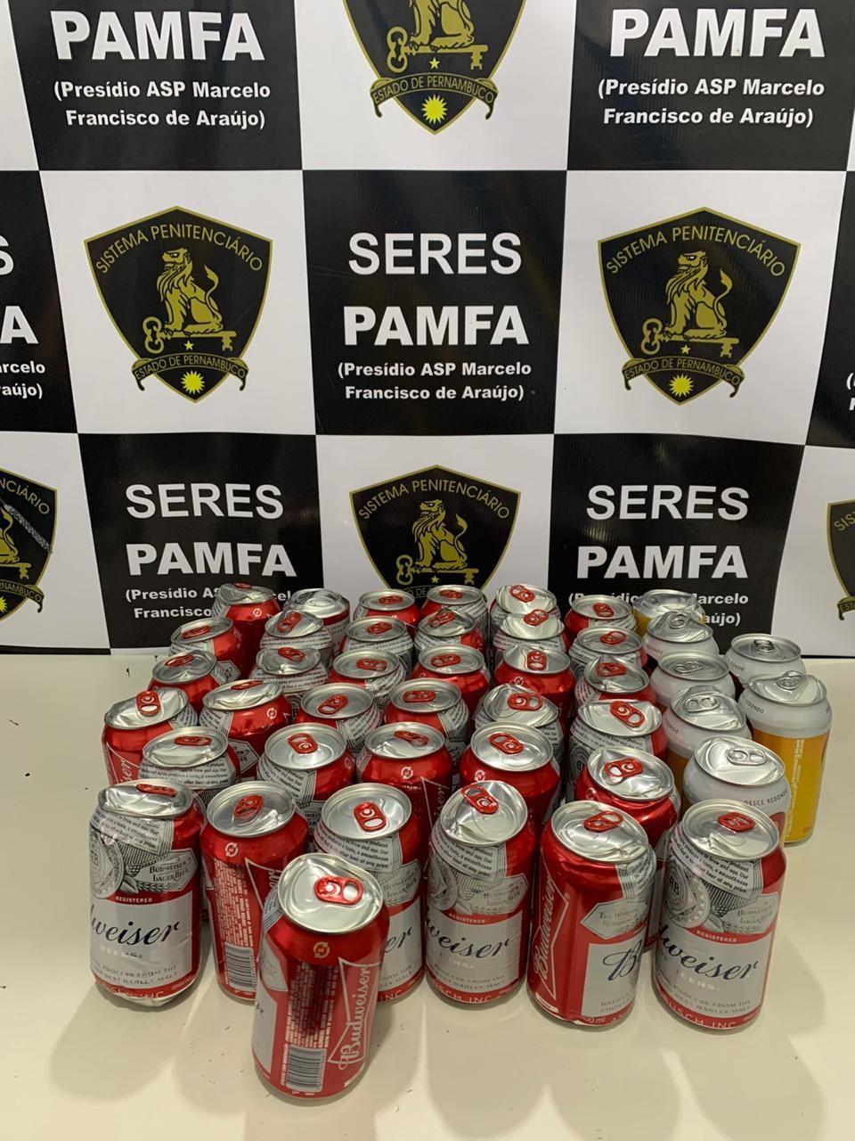 Quarenta e três latas de cerveja são arremessadas sobre muro de presídio na Zona Oeste do Recife