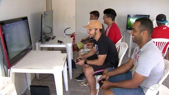 Fãs capixabas de futebol virtual trocam domingo de sol por duelos de Fifa