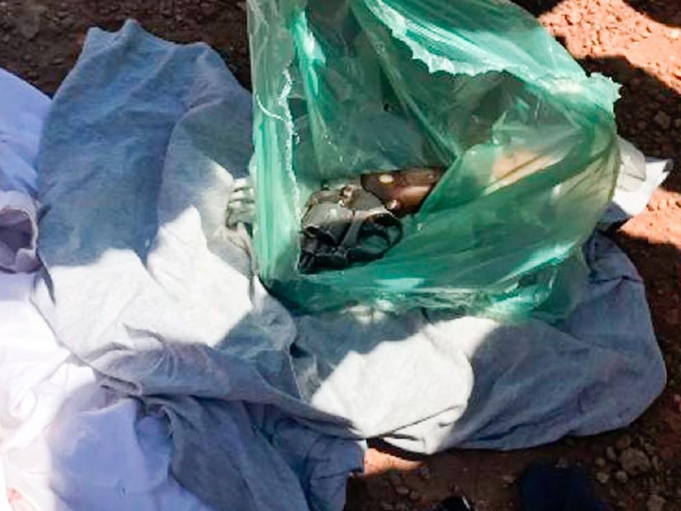 Com menor também foi encontrada uma arma de fogo — Foto: Divulgação/PM