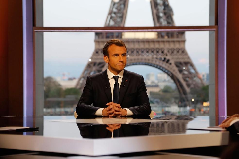 -  Presidente francês, Emmanuel Macron, é fotografado antes de dar entrevista para BFM TV, no domingo  15   Foto: Francois Guillot/ Reuters