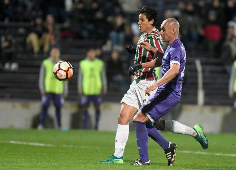 Último gol de Pedro foi contra o Defensor, pela Sul-Americana — Foto: REUTERS/Javier Calvelo