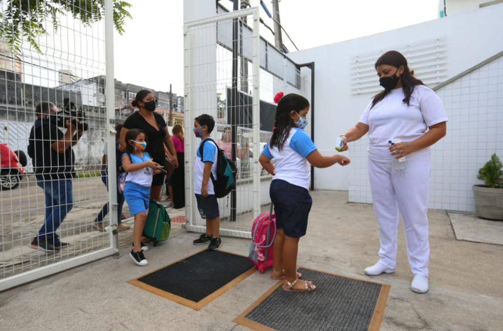 As escolas municipais de Fortaleza vão retomar as atividades em formato híbrido, com 50% da capacidade, a partir desta quarta-feira. — Foto: Fabiane de Paula/Sistema Verdes Mares