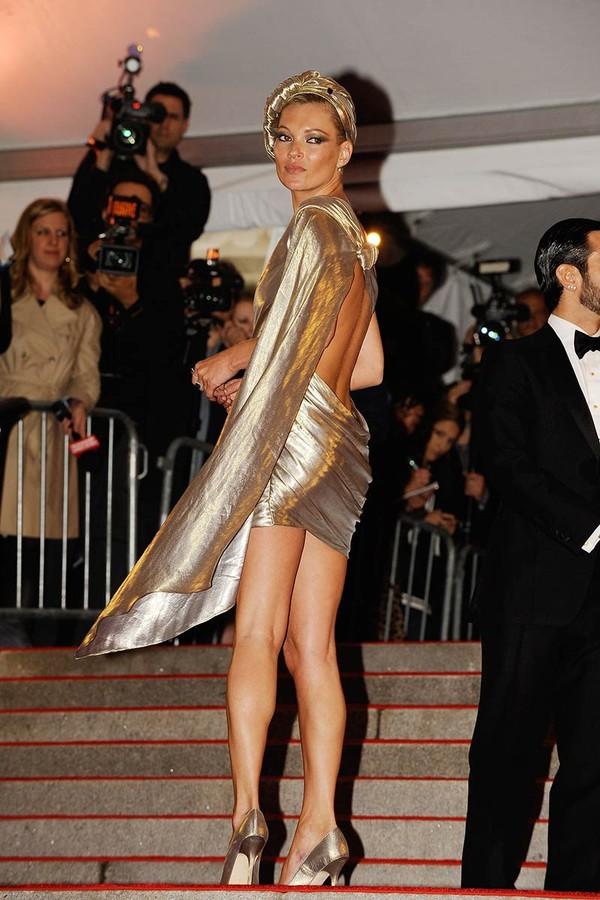 Kate Moss de Marc Jacobs no Met Gala de 2009. (Foto: Vogue Espanha)