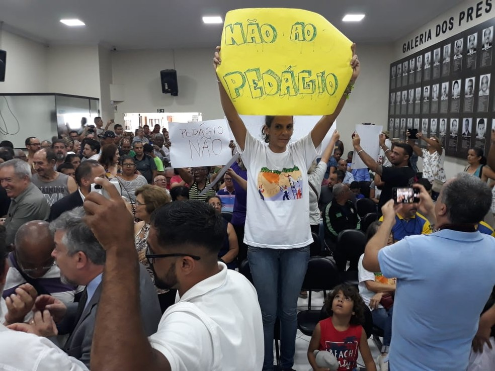 Moradores de Itanhaém (SP) não querem a implantação de um pedágio após concessão da Pe. Manoel da Nóbrega — Foto: Carlos Nogueira/Jornal A Tribuna de Santos