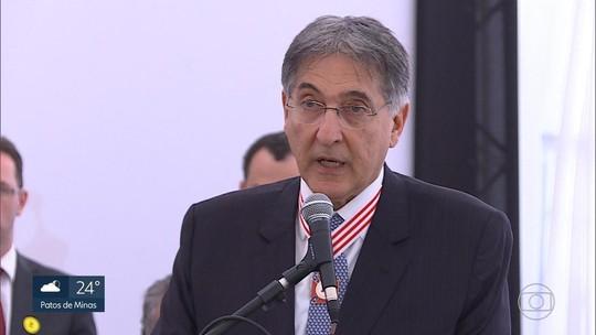 Assembleia de MG autoriza abrir impeachment de Pimentel