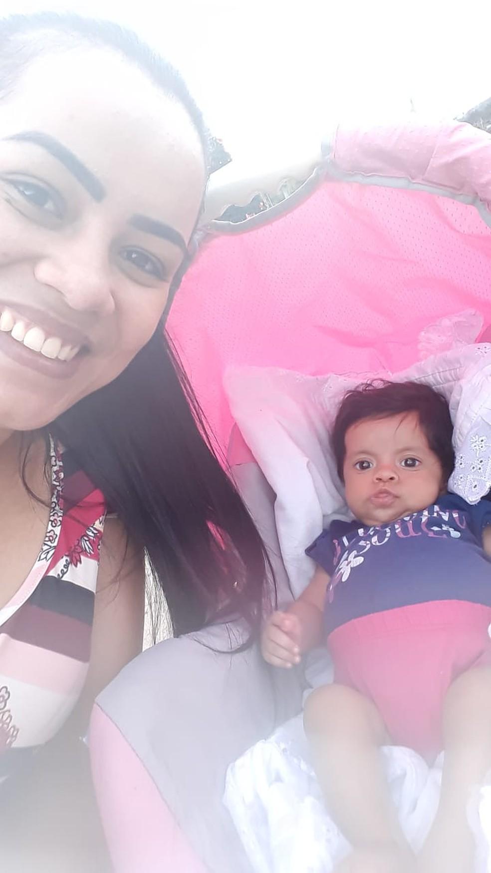 Família de bebê de 10 meses com rins e fígado debilitados luta na Justiça por vaga em hospital público — Foto: Arquivo Pessoal/Glaucia Cardoso