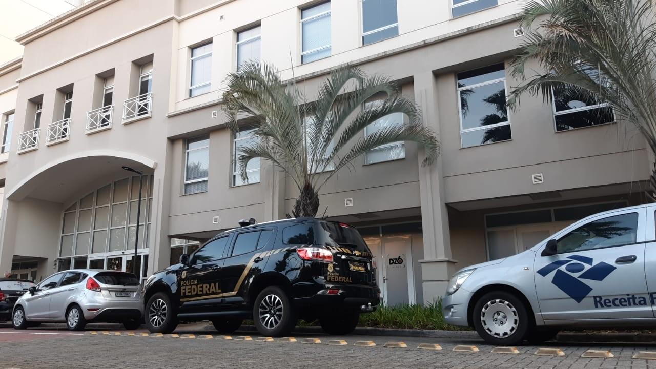 PF apreende carros de luxo, lanchas e cumpre mandados em operação contra crimes financeiros de R$ 2,5 bilhões