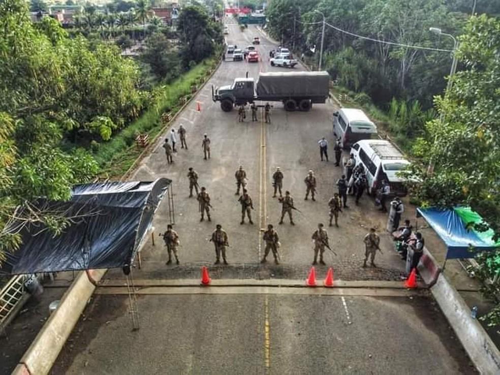 Ponte fechada para passagem de imigrantes de Assis Brasil para o Peru — Foto: Arquivo/Prefeitura