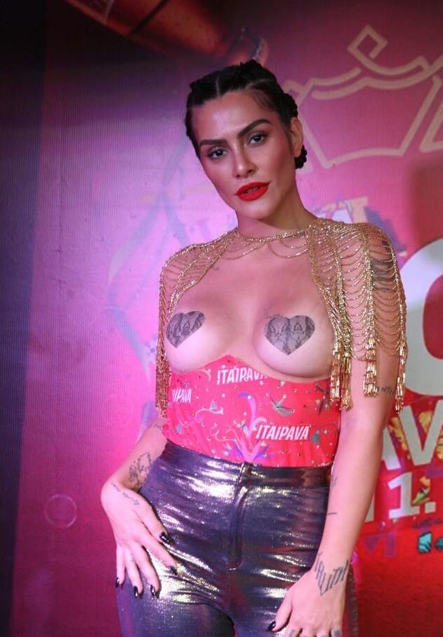 Cleo Pires com adesivos de mamilo em formato de coração no Carnaval 2018 (Foto: Reprodução/Instagram)