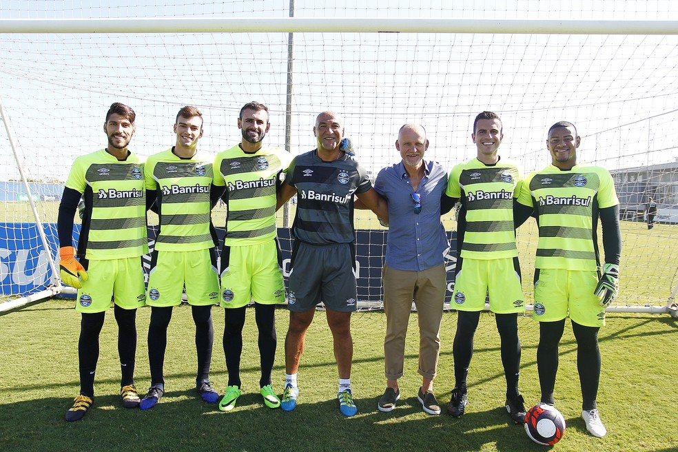 Taffarel visitou os goleiros gremistas em fevereiro (Foto: Lucas Uebel/Grêmio)