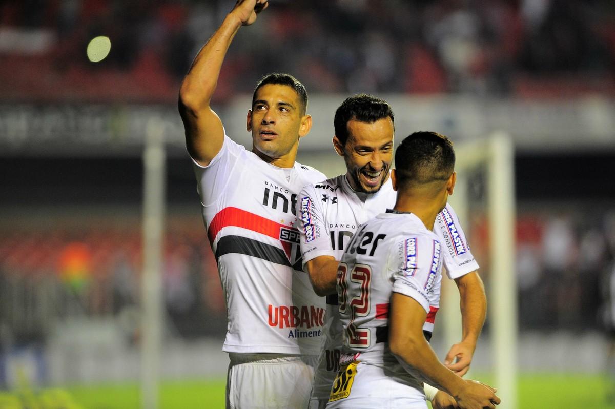 São Paulo consegue ir bem sem Everton e conta com parceria de gols de Nenê  e Diego Souza  442705204ac22
