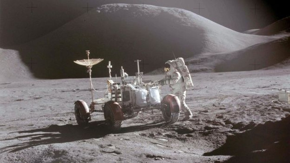 David Scott com o veículo lunar da Apollo 15, em 1971 (Foto: NASA)