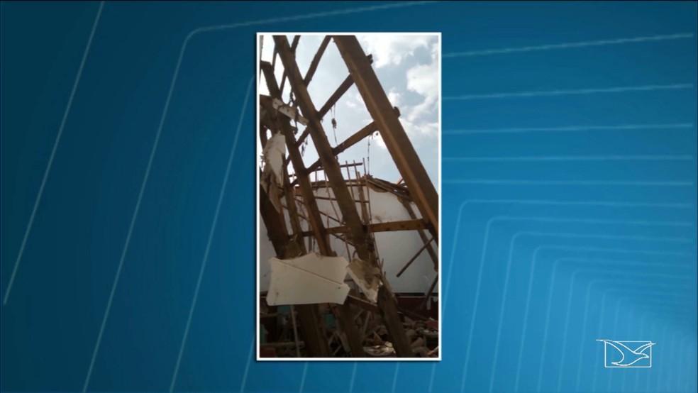 Teto da escola desabou em novembro do ano passado. (Foto: Reprodução/TV Mirante)