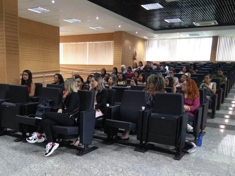 A audiência contou com a participação de integrantes da rede de atendimento à mulher e sociedade civil (Foto: Bruna Nobre/G1)