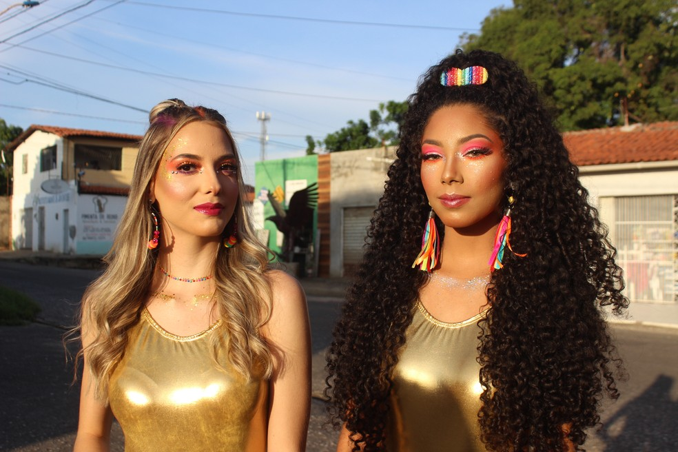 Glitter e neon são os destaques na maquiagem do carnaval 2020 — Foto: Rafaela Leal/G1 PI