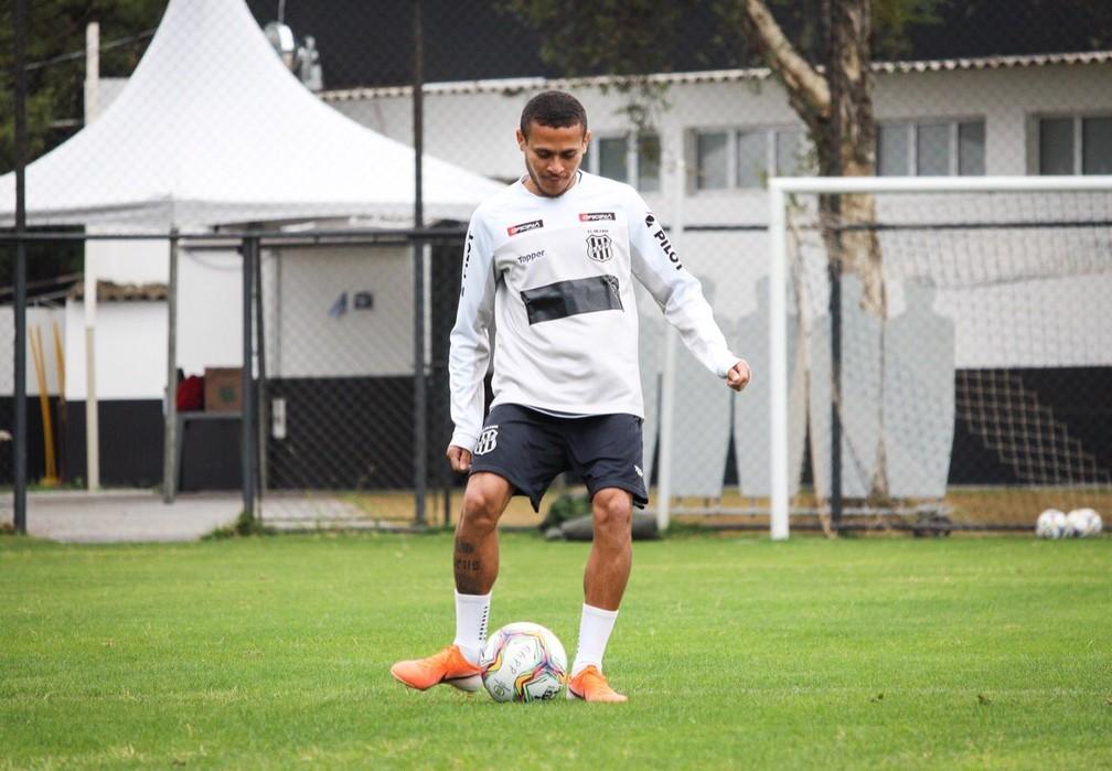 João Paulo durante treino nesta segunda  — Foto: Luiz Guilherme Martins/ PontePress