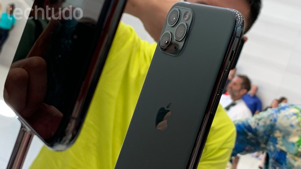 Detalhe da câmera tripla do iPhone   — Foto: Thássius Veloso/TechTudo