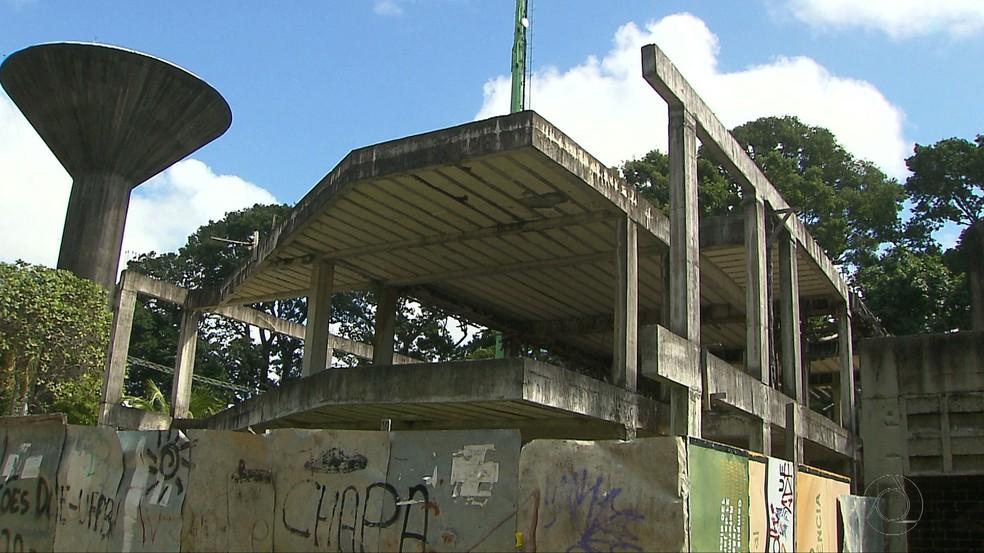 Prefeito universitário estima que R$ 20 milhões seria suficiente para retomar obras (Foto: Reprodução/TV Cabo Branco)