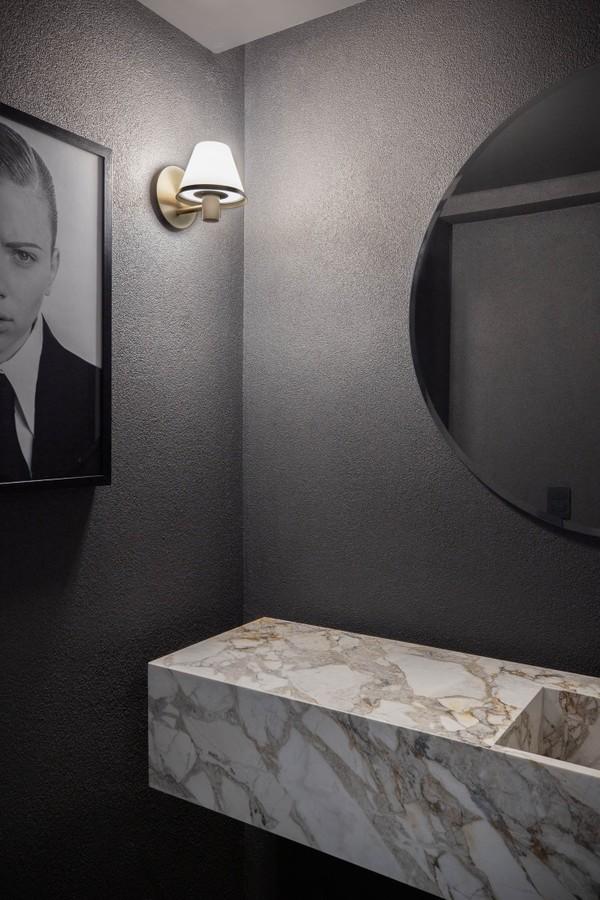Após reforma, apê dos anos 1970 ganha décor sóbrio e masculino (Foto: André Mortatti )