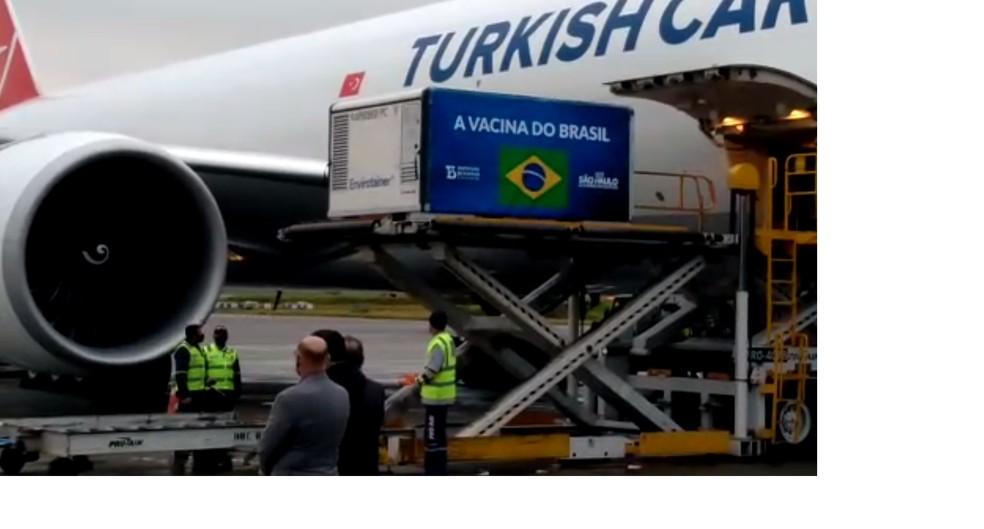 Carga com insumo para produção da vacina CoronaVac chega ao aeroporto de Guarulhos  — Foto: Divulgação/GRU Airport