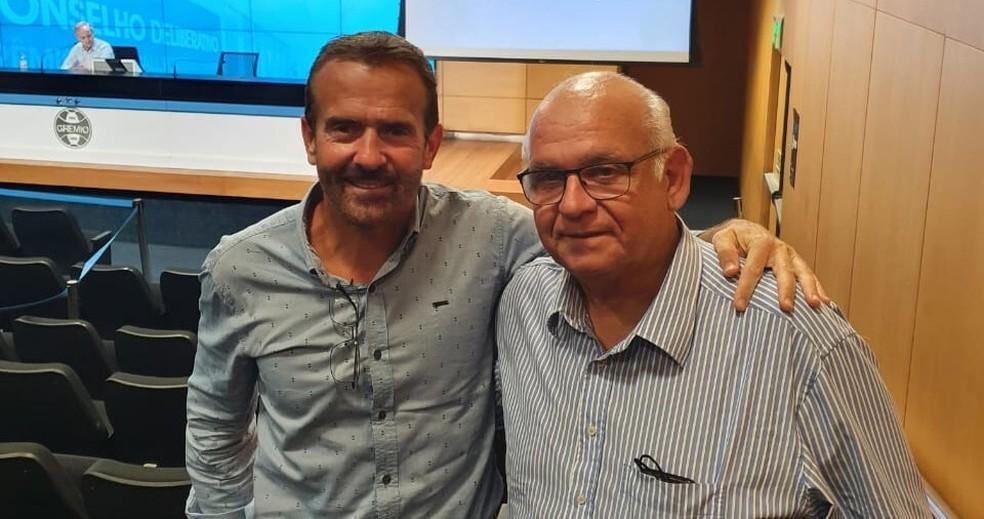 Novo vice-presidente do Grêmio César Augusto Peixoto ao lado do presidente Romildo — Foto: Reprodução/Twitter
