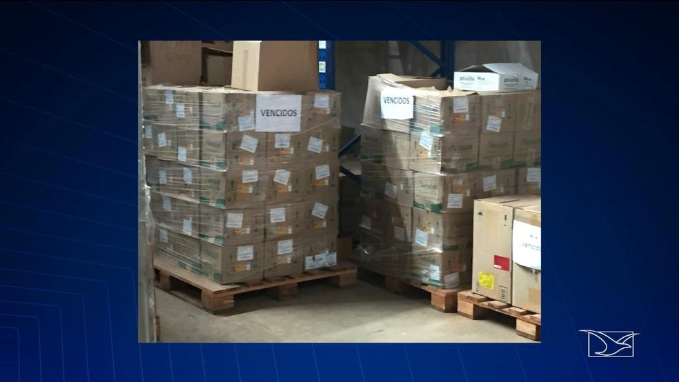 Remédios acumulados em galpão de São Luís e que perderam o prazo de validade. — Foto: Reprodução/TV Mirante