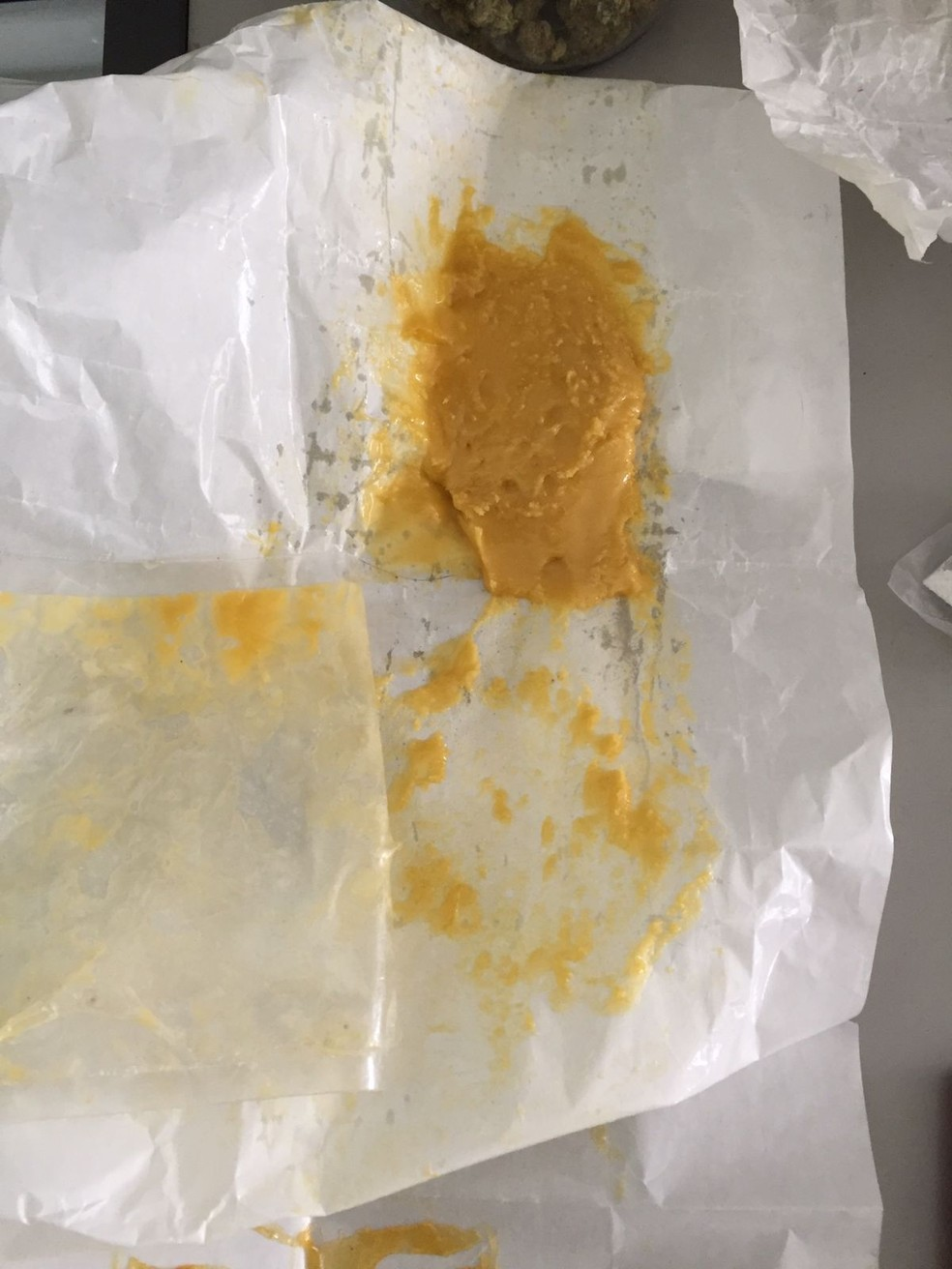 """Droga que é chamada de """"meleca"""" e potencializa a maconha também foi apreendida em Bauru — Foto: Polícia Civil / Divulgação"""