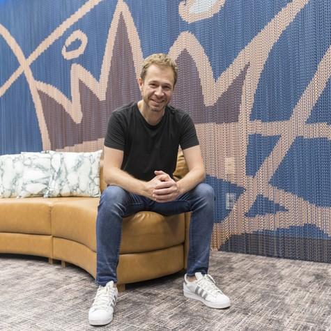 'BBB' 19: Tiago Leifert no quarto do líder do  (Foto: Globo/Victor Pollak)