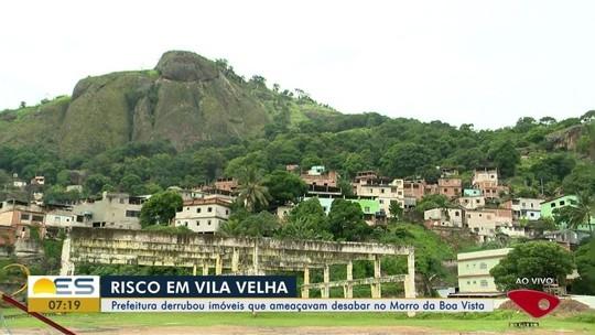 Prefeitura demole 14 imóveis em áreas de risco em morro de Vila Velha, ES