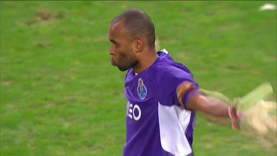 Porto anuncia rescisão do contrato de Hélton, e goleiro é pego de surpresa