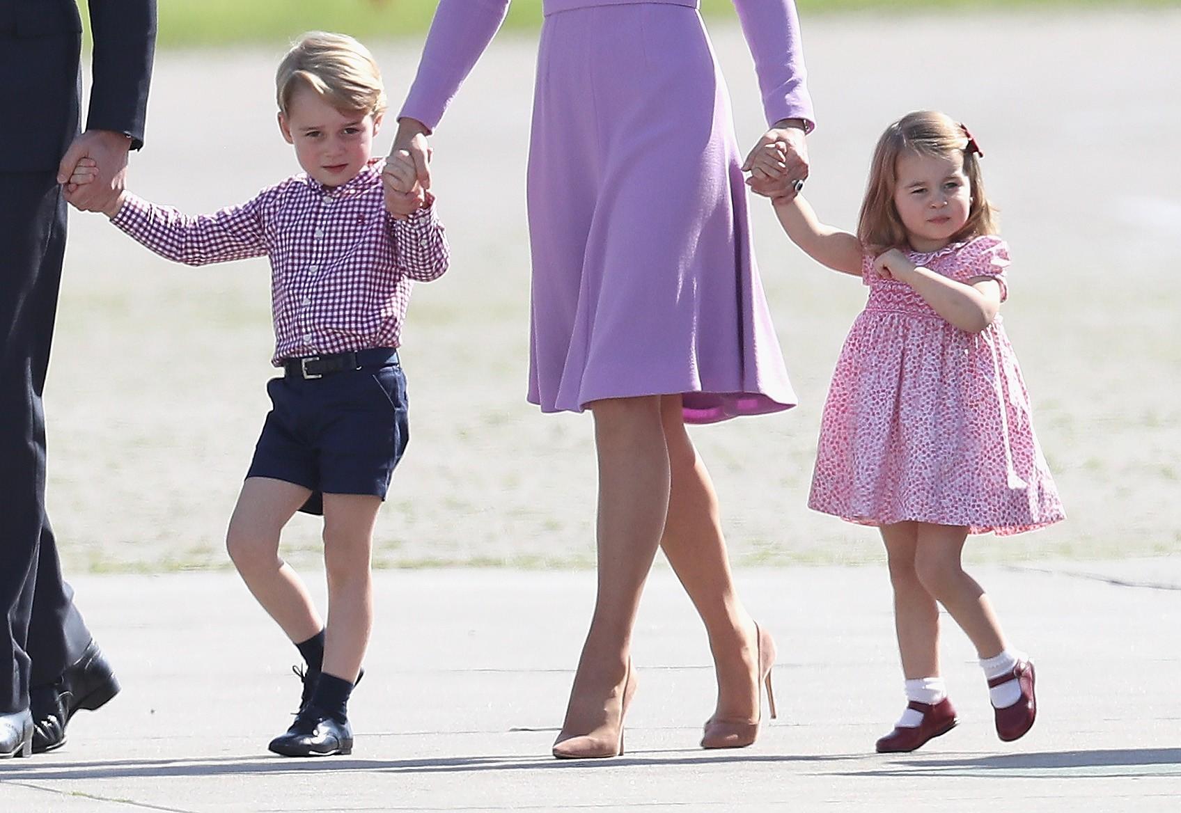 Os bisnetos da Rainha Elizabeth 2ª, Príncipe George e Princesa Charlotte (Foto: Getty Images)