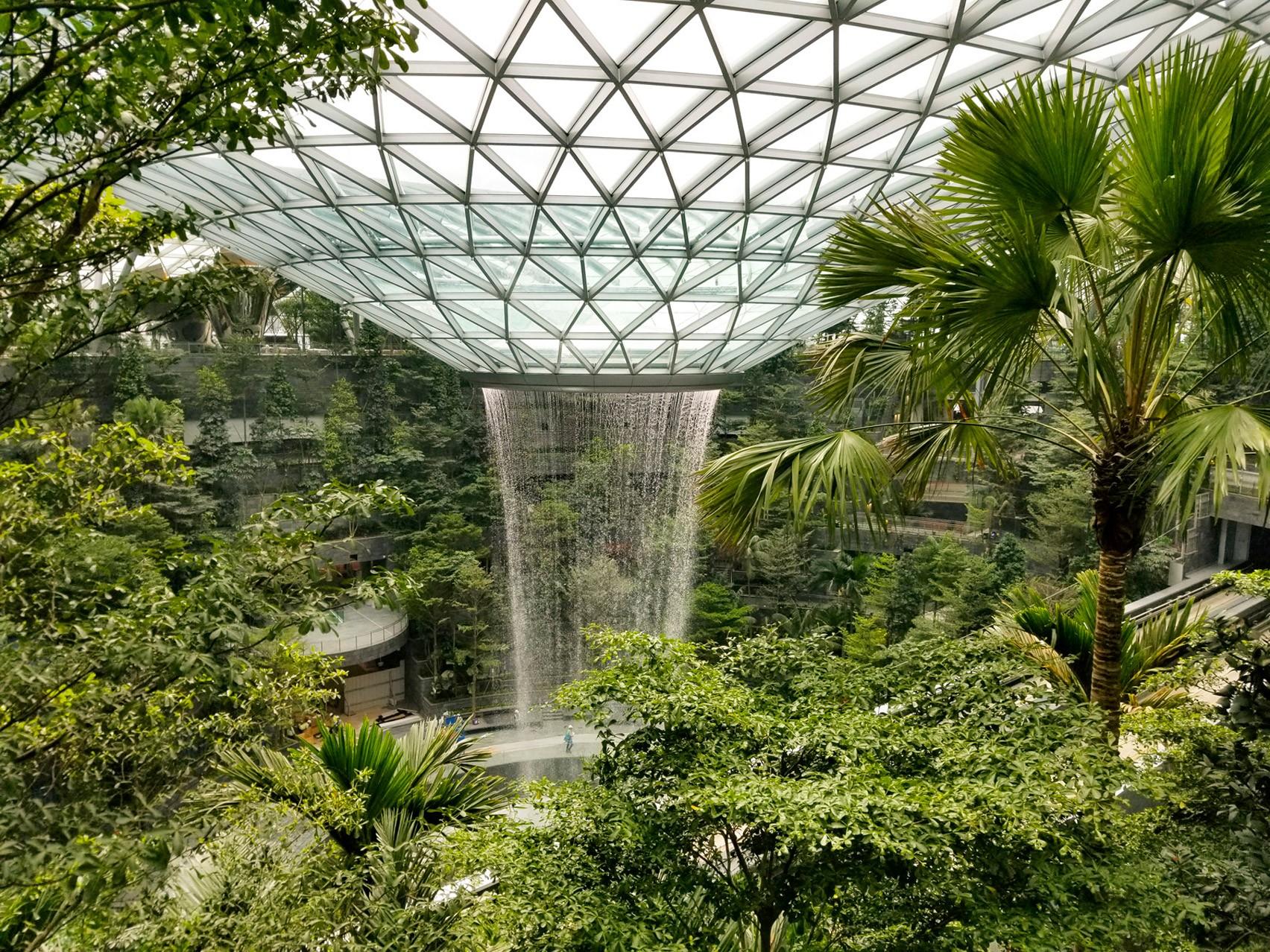 Maior cachoeira interna do mundo é construída no aeroporto de Singapura (Foto: Divulgação)