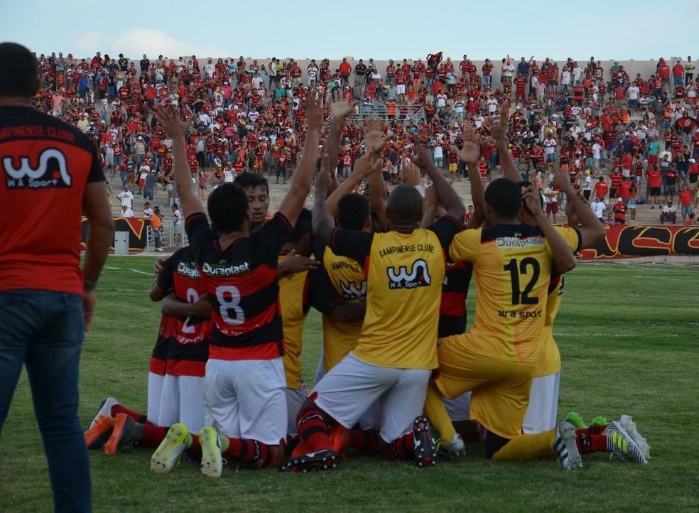 ... Jogadores do Campinense comemoram a segunda vitória em dois jogos no  Paraibano — Foto  Samy b517519da4c1f