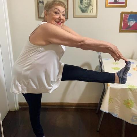 Suely Franco faz exercícios em casa (Foto: Carlos Franco/Arquivo pessoal)