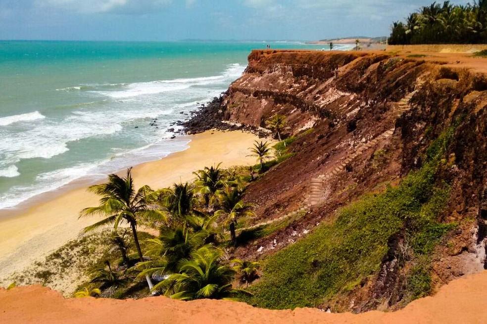 O Chapadão é uma conhecida falésia da Praia de Pipa, no litoral Sul potiguar (Foto: Divulgação)