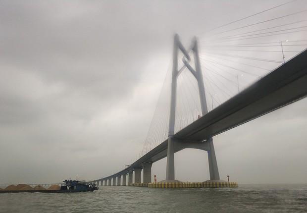 Parte da ponte que tem, ao todo, 55 quilômetros de extensão (Foto: Siyuwj/Wikicommons)