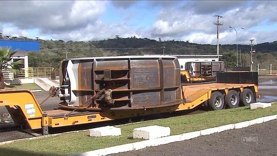 Sem escolta da PRF, indústria de SC chega a cortar equipamentos para poder fazer transporte