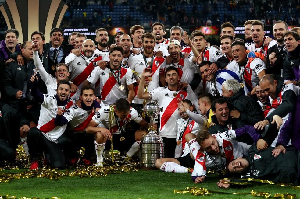River Plate celebra a conquista da Copa Libertadores no gramado do... Santiago Bernabéu — Foto: Reuters