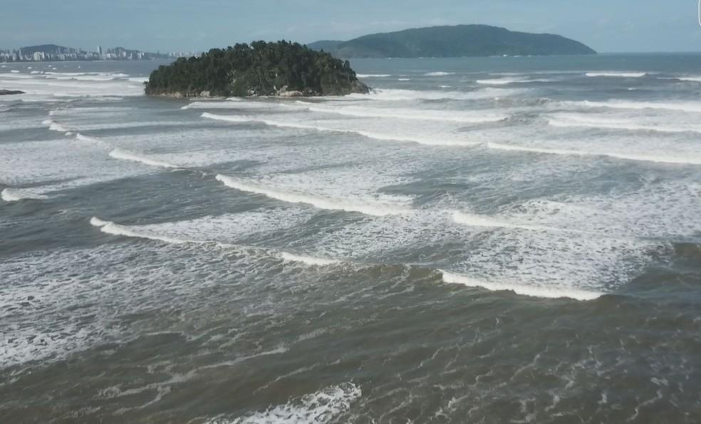 Mar avançou em quase toda a faixa de areia — Foto: Reprodução/Cavadrone
