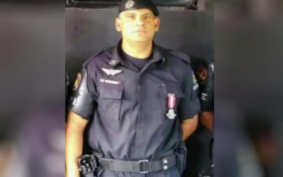 Soldado Fábio Marques levou tiro no ombro, em Aparecida de Goiânia, Goiás — Foto: Reprodução/TV Anhanguera