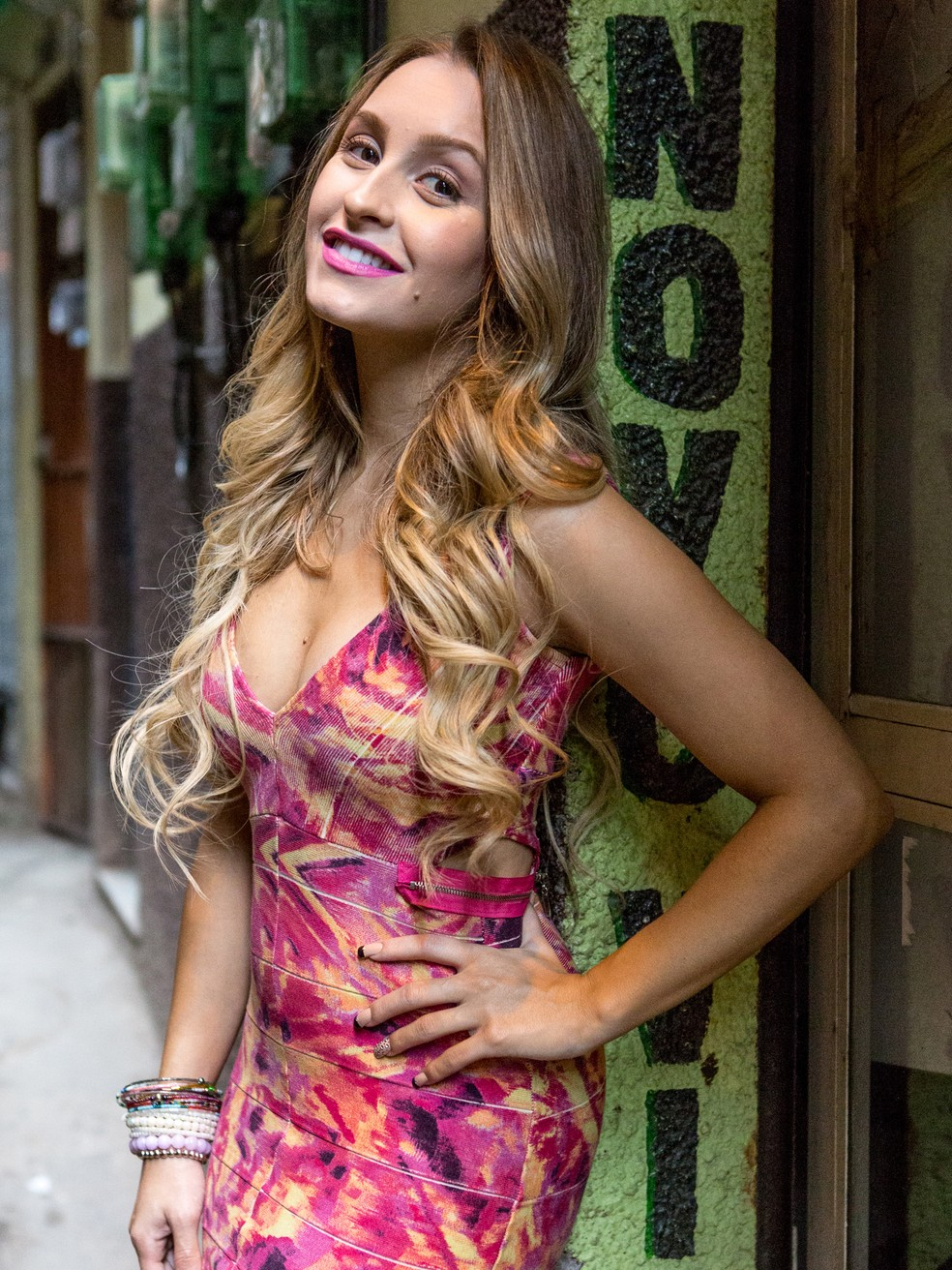 Carine vai fazer de tudo pra tirar Rubinho de Bibi (Foto: Fábio Rocha/TV Globo)