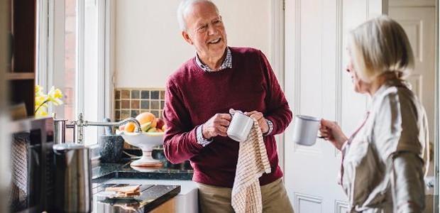 Há algumas formas de deixar o lar para pessoas idosas mais seguro (Foto: Getty Images)