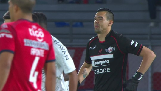 Marco Ruben faz mais um pelo Athletico e chega a cinco gols na Libertadores