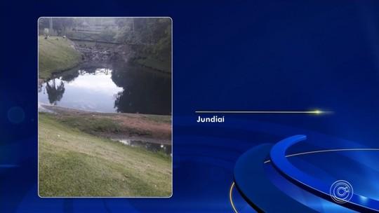 Moradores registram água escura no lago do Jardim Botânico em Jundiaí