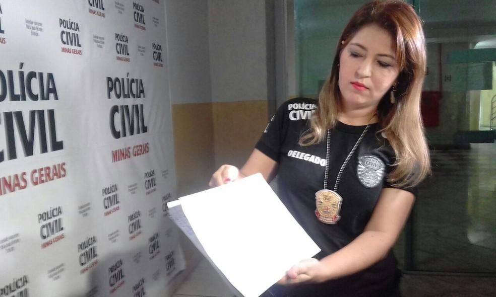Polícia apreendeu documentos e investiga a participação de outras pessoas no crime (Foto: Zana Ferreira/G1)